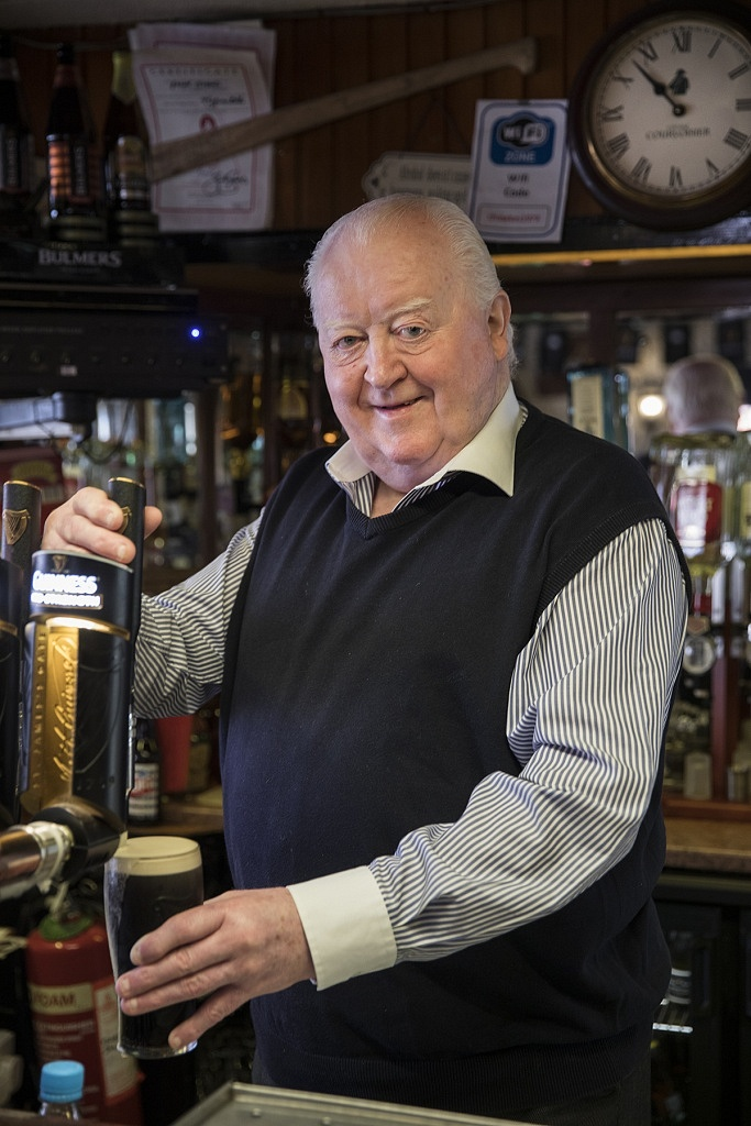 Gerry Chawke pulling his last pint-Gerry Chawke-Gerry Chawke's Bar-Tipperary-Clonmel-50 years in business