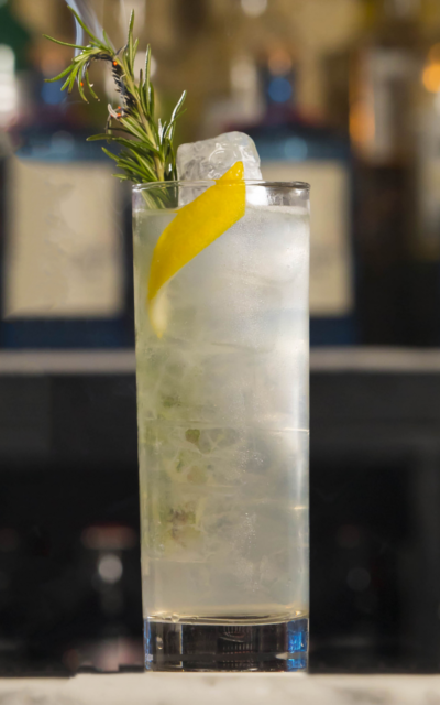 http://magazine.menupages.ie/wp-content/uploads/2017/10/Rosemary-and-lemon-garnish-elderflower-and-rosemary-gin-collins-cocktail.png